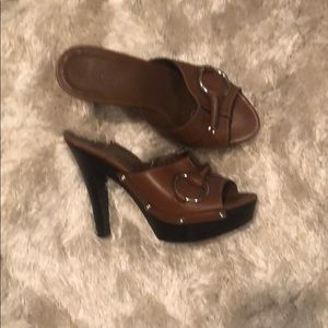 Brown leather Gucci heels